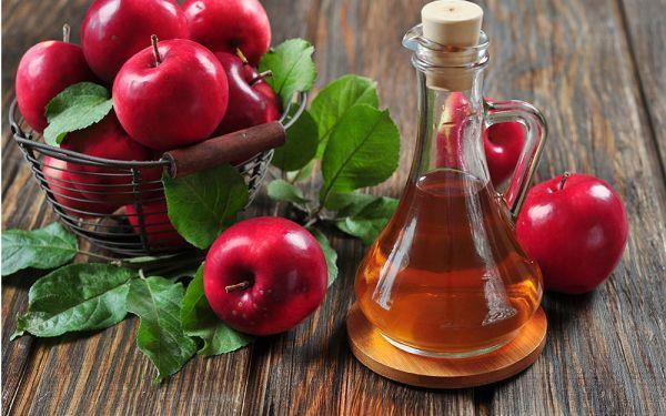 2 kaşık karbonat  2-3 kaşık elma sirkesi   Karbonat ve elma sirkesini karıştırarak macun haline getirin. Dişlerinizi bu macunla fırçalayıp bol suyla yıkayın.