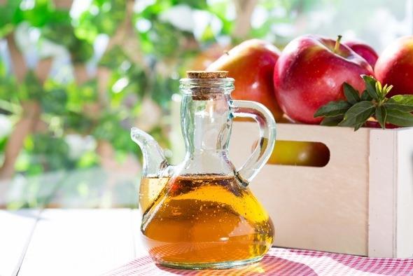 1/2 çay kaşığı elma sirkesi  1 bardak sıcak su   Elmayla sirkeyi karıştırıp ağzınızı çalkalamak için kullanın ve tükürün.