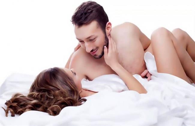 Kadınlar arzulanmaya, dokunmaya, okşamaya, tensel ve sözel uyarılara, romantik duygu durumuna ve güvenli ortama çok daha duyarlıdırlar. Erkeklerse göze hitap eden dürtülerle cinsel açıdan çok daha kolay uyarılırlar. Erkek başka kadınlara bakarak polen toplar, kadın başka erkeklerin bakışlarını üzerinde hissederek polen toplar ve daha sonra birlikte bal yaparlar. Mecazi olarak polen toplayıp bal yapılması gizemli olarak birçok boyutta ortaya çıkar.