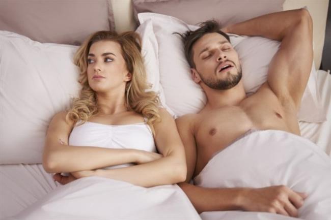 """Cinsel hayatınızı da etkiler.. Düzenli bir cinsel hayata sahip olmak için de uykunuza dikkat etmelisiniz.  <a href=  http://mahmure.hurriyet.com.tr/foto/saglik/saga-mi-sola-mi-yatmak-daha-saglikli_41890  style=""""color:red; font:bold 11pt arial; text-decoration:none;""""  target=""""_blank"""">  Sağa mı, Sola mı Yatmak Daha Sağlıklı?"""
