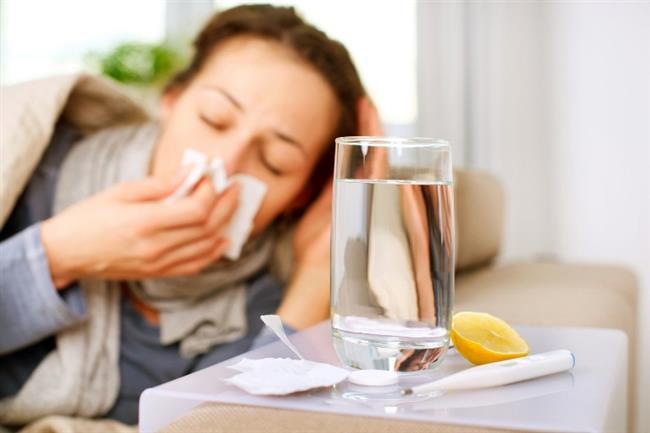 En bilinen ve en yaşanından, soğuk algınlığından başlayalım.. 164 kişinin üzerinde yapılan bir çalışmaya göre, günde 5 saatten daha az uyuyan kişiler soğuk algınlığına daha yatkın oluyorlar.