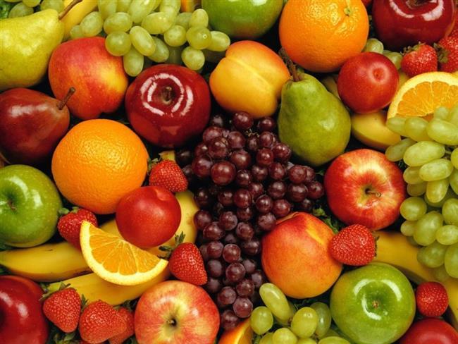 3. Yüksek lif alımı  Sağlıklı beslenmede liflerin önemi kabul ediliyor ancak bu diyette bunun kaynağı olarak tam tahıllar değil, nişasta içermeyen sebzeler kullanılıyor. Sebzeler, tam tahıllardan sekiz kat, rafine edilmiş tahıllardan ise 31 kat daha fazla tahıl içeriyor. Meyveler ise tam tahıllardan iki kat, rafine edilmiş tahıllardan yedi kat daha fazla lif içeriğine sahip.  4. Omega 3 – Omega 6 dengesi  Bu sistem, kolesterol seviyelerini ve kalp damar hastalığı riskini artıranın, kanser ve diyabeti tetikleyenin günlük alınan yağ miktarıyla değil, hangi yağın kullanıldığı ile ilgili olduğunu savunuyor. Buna göre trans yağları, çoklu doymamış yağları ve Omega 6'yı beslenmenizden çıkarıyor ve tekli doymamış yağlara ve Omega 3'e ağırlık veriyorsunuz.