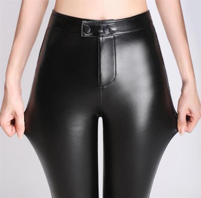 - Bunların yanı sıra deri pantolon temizliği de oldukça önemli. - Pantolonda bölgesel bir leke varsa, bir pamuğa vazelin dökerek temizlenebilir.