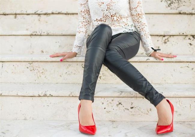 Uzun yıllardır moda olan deri pantolonları kullanırken nelere dikkat etmek gerekir? Deri pantolonların temizliği nasıl olmalı?  işte tüm bu soruların cevabı haberimizde...