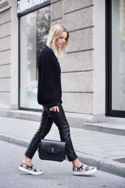 - Bahar aylarının vazgeçilmez parçalarından birisi de deri pantonlardır. - Deri pantolonlar hem günlük hem de özel davetlerde rahatlıkla kombinlenebilir.