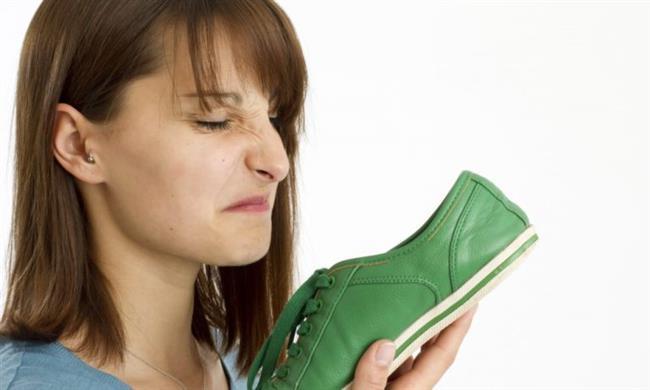 Ayakkabıdaki kötü kokuları önler  Çay poşetlerini kötü kokan spor ayakkabıların içine koyduğunuzda ayakkabılarınızda ki kötü kokuları giderebilirsiniz.