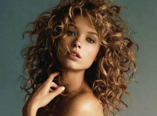 Saçlarınızı istediğiniz gibi şekillendirin   Eğer daha parlak ve daha sağlıklı saçlara sahip olmak istiyorsanız bu noktada da çaydan faydalanabilirsiniz.