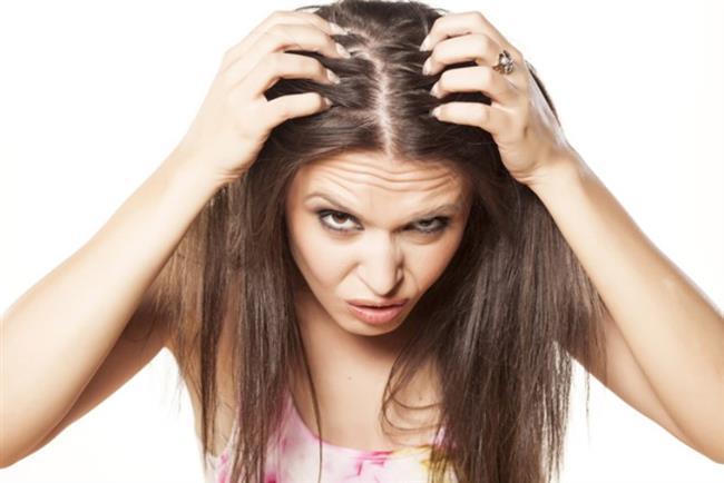 Karanfil Suyunun Faydaları Nelerdir? Karanfil Suyu Saç Çıkarır Mı?  Aslında, karanfilin saça olan faydaları karanfil suyu için de geçerlidir. Yukarıda verdiğimiz bakım kürlerinde de karanfil suyu tarifi yer almaktadır. Karanfil suyu düzenli olarak saça uygulandığında saç dökülmesini önler, yeni ve sağlıklı saçın çıkmasına yardımcı olur.