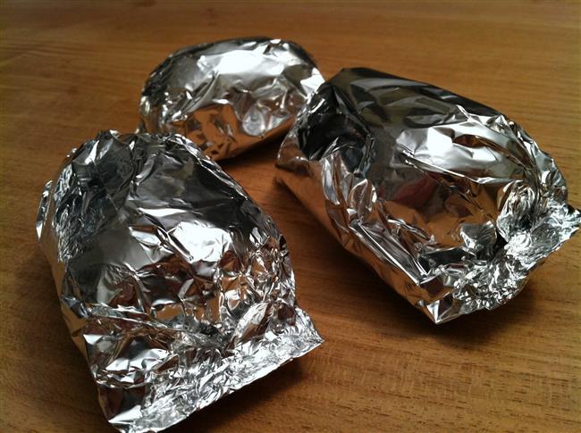 Pişmiş tavukları da alüminyum folyo da saklayın.