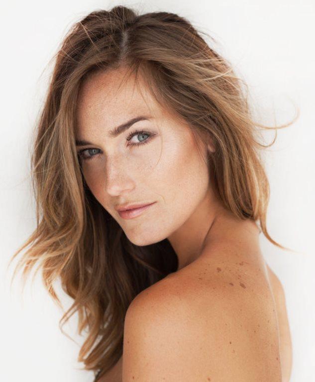 Katlı Kesim Saç Modelleri   İnce telli ve sönük saçların bir kurtarıcısı da katlı kesim saç modelidir. Kat kat kesilmiş saçlar her zaman daha dolgun durur. Ayrıca saçlarınız orta boy ve uzunsa bu saç kesimleri size çok yakışacaktır.