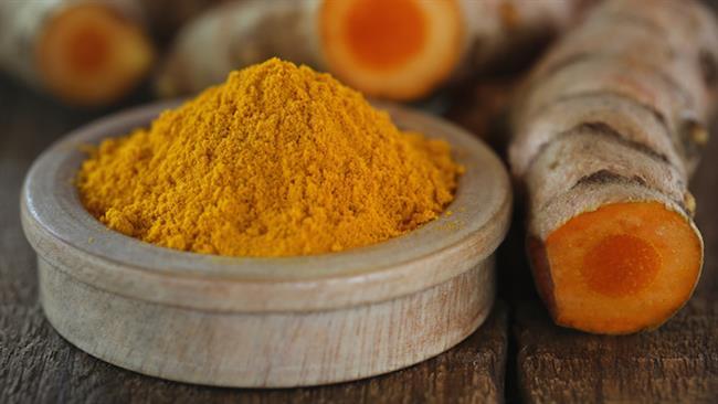 """Peki neymiş bu kurkumin?  Kurkumin zerdeçalda bulunan, bu baharata sarı rengini veren pigmente verilen isim. Alzheimer riskini azalttığına yönelik kanıtlanmış sonuçlar da Wikipedia'da bulunuyor, California Üniversitesi'nde yapılan araştırmalara dayandırılıyor.  <a href= http://mahmure.hurriyet.com.tr/foto/saglik/beyin-yorgunlugunu-onleyen-mucize-besinler_41729     style=""""color:red; font:bold 11pt arial; text-decoration:none;""""  target=""""_blank""""> Beyin Yorgunluğunu Önleyen Mucize Besinler"""
