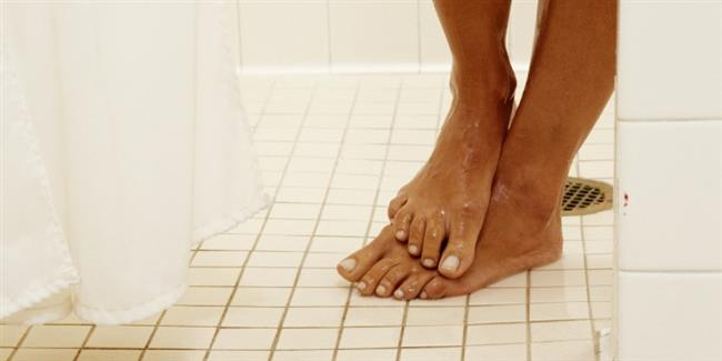 YouGov tarafından yapılan bir deneyde Amerikanların %61'inin duş alırken idrarını yaptığı tespit edildi. Muhtemelen diğer ülkelerdeki insanlarda da bu oran aşağı yukarı aynıdır.