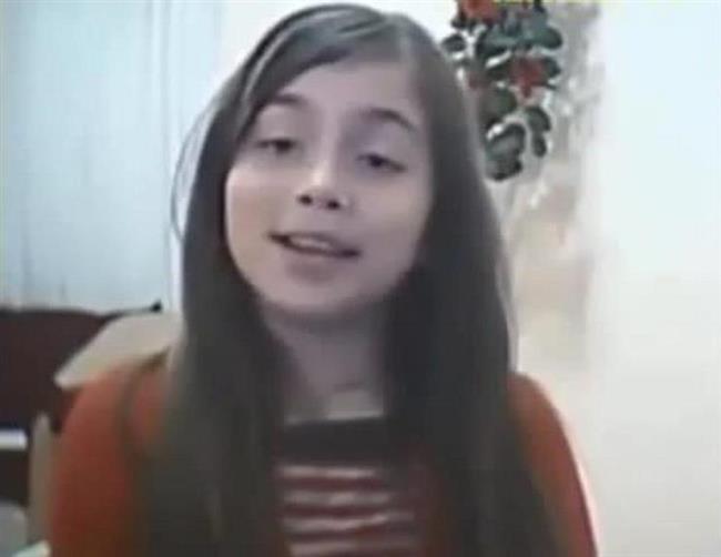 Aleyna Tilki'ye ait eski görüntüler ortaya çıktı. Görüntülerde 9 yaşında olan Tilki, Aslı Güngör'ün Son Öpücük şarkısını söylüyor.