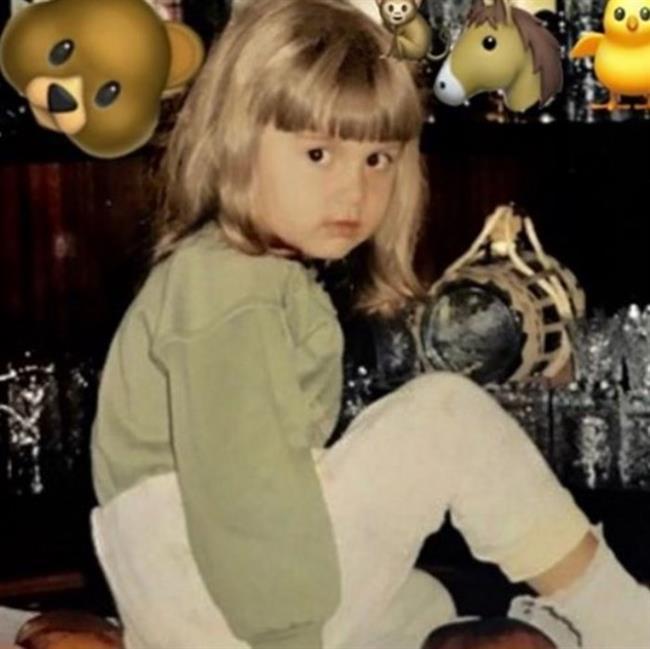 2000 yılında dünyaya gelen Aleyna Tilki aslen Konyalıdır. Şuanda halen lise öğrencisi olan Aleyna Tilki 1,65 boyunda ve 48 kilodadır.