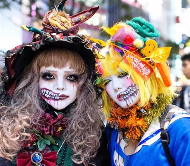 Hayatınızda bir kere bile olsa kostüm partisine katılın. En sevdiğiniz karakterin şekline bürünün ve eğlenceyi doyasıya yaşayın.