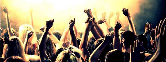 Doyasıya eğlenebileceğiniz yanınızda en yakın dostlarınızın olduğu bir konserde gece boyu eğlencenin keyfine varın. Ölmeden önce yapılacaklar listenizin en güzel belki de en unutulmaz aktivitesi bu olabilir.