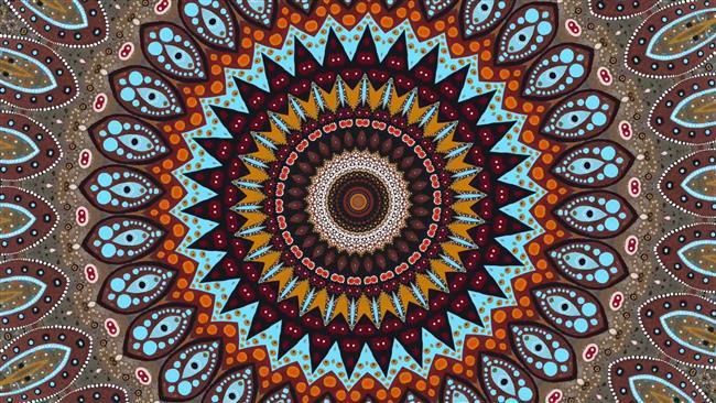 """Aktif Meditasyon  Bu bir teknik değil ama meditasyonun başka bir dalıdır. Aktif meditasyon, hayat içindeki bir eylem sayesinde zihni boşaltmaktır. Örgü örme kültürü yoğun yaşanan bir toplumdayız ve hani der ya bazı kişiler """"ben örgü yaparken kendimi kaybediyorum, bu bana huzur veriyor"""" diye işte tam olarak onların yaptığı aktif meditasyondur. Örgü örererek aktif bir eylem içerisinde zihni susturmak ve rahatlatmaktır.  Buna ek olarak yazı yazma veya süslü yazı yazma sanatları (hat sanatı veya şodoo – Japon kanji sanatı), resim yapma (illa resim yeteneğinizin olması gerekmiyor, zihninizi bırakın ve bir şeyler çizin kağıda), şarkı söyleme (bilhassa ilahiler), müzik aleti çalma veya zen üstatlarının çay seremonileri bunlara örnek olarak verilebilir. Mandala boyamak da özellikle çocuklar için oldukça faydalı bir aktif meditasyondur ve kanserli hastalarda da uygulanan bir tekniktir. (Bu açıdan Helga Fiala'nın Mandala isimli kitabını öneririm.) Bunların ötesinde geleneksel yoga yöntemleri, meditasyonlarla iç içedir ve aktif meditasyon için mükemmel yöntemlerdir.  Yazar: Efe Elmas"""
