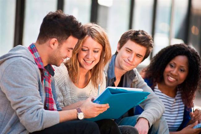 Yabancı arkadaşlar edinin, onlarla bol bol konuşun. Böylece dilin günlük kullanımına dair uygulamalı olarak çok şey öğrenebilirsiniz.
