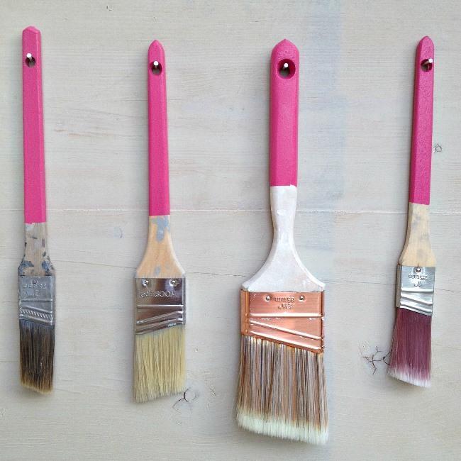 Evinizi boyarken boya fırçalarınızı gece streç filmle sararsanız kurumasını engelleyebilirsiniz. Böylece ertesi gün yıkamadan kullanabilirsiniz.