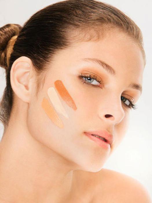 Ayrıca yanağın orta kısmının koyu renklerle belirginleştirilmesinin ardından orta kısmın açık renkle aydınlatılması gamzeli bir yüz için yeterli olacaktır.