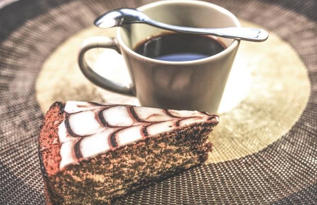 Günde 2 bardak kahve içmenin bir zararı yoktur. Tam tersine kahvenin içinde bulunan kafein kan dolaşımını hızlandırdığı için vücutta yağ yakımına yardımcı olur.