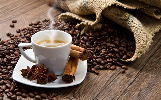 Türk kahvesinin acı olduğunu düşünen kişilerde pişirme esnasında içine tarçın ekleyebilir.