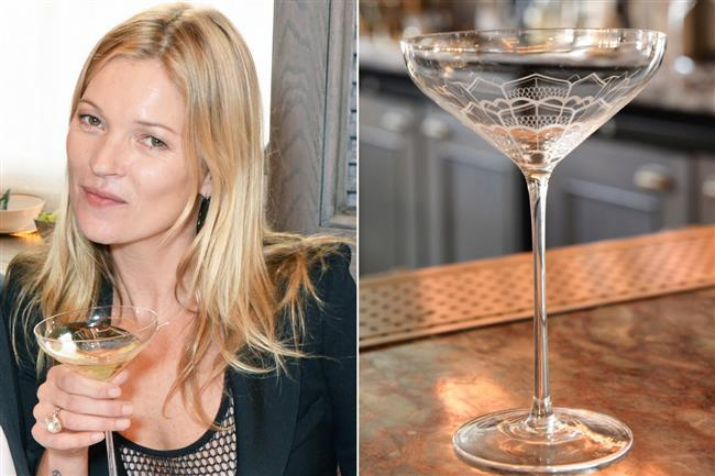 Londra'da bulunan 34 isimli restoranda Kate Moss'un memelerinin şekline göre yapılmış şampanya kadehi bulunuyor.