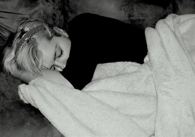 Yüzüstü uyumak zamanla memelerinizin şeklinin değişmesine ve bozulmasına sebep olabilir.