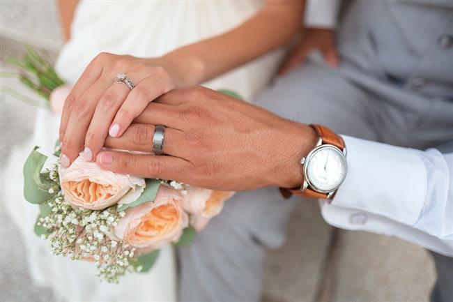 Düğününde güzel görünmek her kadının hayalidir. Ancak düğün telaşından birçok kadın kendine zaman ayıramaz.  İşte düğüne 10 hafta kala yapmanız gerekenler...