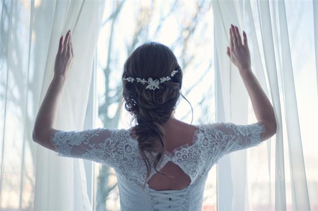 Düğününüzden önce gelin saçı provası yapın. Düğüne birkaç hafta kala saçlarınızı güzelce yıkayarak kuaförünüze gidin. Provaya giderken düğünde kullanacağınız aksesuarları yanınızda götürerek taktırmayı unutmayın. Yalnız olmaya dikkat edin. Yanınızda kalabalık bir grup ile gittiğiniz de herkes farklı bir fikir vereceği için kafanızın karışmasına neden olabilir.
