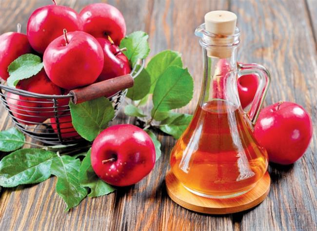 Elma Sirkesi     Elma sirkesi vücut kokularına özellikle koltuk altı kokularına karşı çok etkili bir çözümdür.Bunun nedeni cildin ph seviyesini düşürerek, bu bölgede bakteri üremesini engellemesidir.Kötü kokuya neden olan bakteriden kurtulmak için elma sirkesi kullanın.