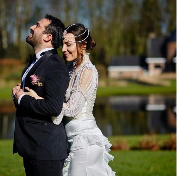 Burcu Kara- Fırat Doğu Parlak  Burcu Kara ve Fırat Doğu Parlak, dün Belçika'nın Brugge şehrinde evlendi.