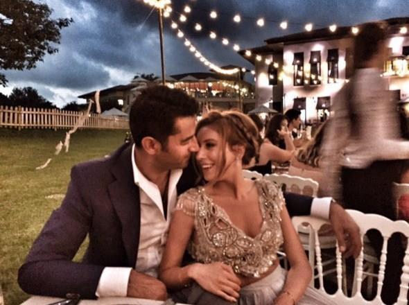 Kenan İmirzalıoğlu - Sinem Kobal  Kenan İmirzalıoğlu ve Sinem Kobal çiftinin düğünü Ayvalık Cunda Adası Ortunç koyunda gerçekleşti.