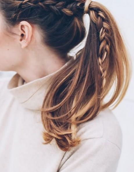 Minik saç örgüsü trendi son yıllarda hayatımızda yer etmesine rağmen hiç bu kadar trend haline gelmemişti.