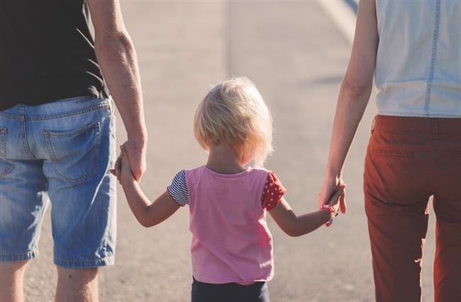 7-Aile cinselliği değersizleştirebiliyor  Vajinismus olan kadınların pek çoğunda ailelerinin cinselliği değersizleştirdiği gözleniyor. Bazı ailelerde kadın ve erkek rolleri kesin olarak ayrılırken, cinsellik sadece erkeklerin istediği bir şey olarak görülüyor, hatta kız çocuklarına cinsellik ve cinsel organları kirli olarak yansıtılıyor.