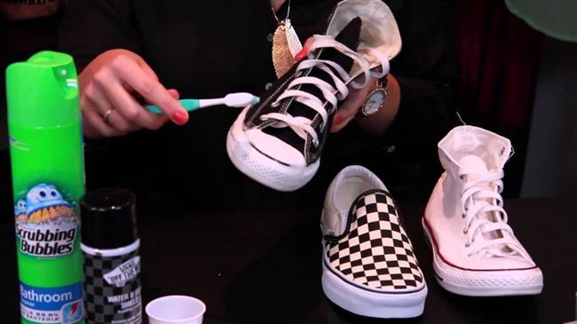 Ayakkabınızı boyarken kaliteli boyalar tercih edin. Sık sık boyayın ve badem yağını kullanarak cilalayabilirsiniz.