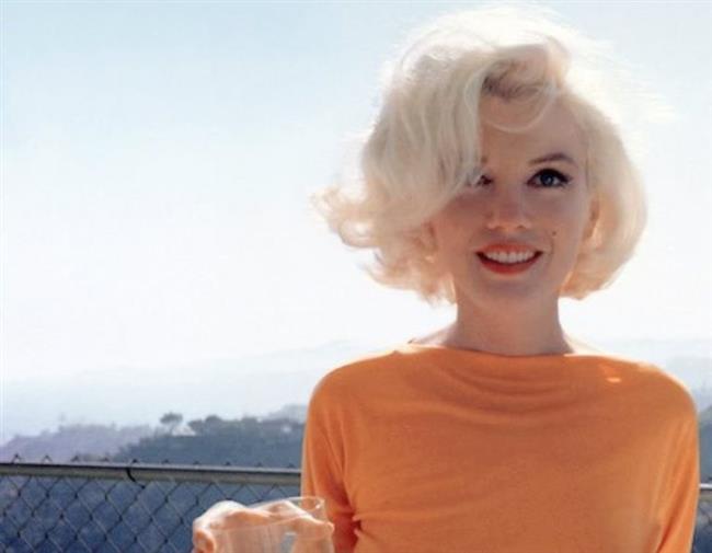 Bu kremin içerdiği hormonlar Monroe'nun cildince ince bir tabaka tüylenmeye sebep oluyor ve bu beyaz tüyler kamera ışıklarında ünlü oyuncunun cildine güzel bir ışıltı yayıyormuş.