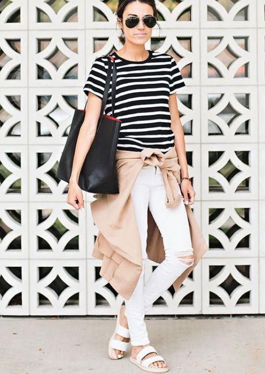 Breton Desenli Bluz İle    Deniz mevsimiyle birlikte denizci stilinin ön plana çıktığını görürüz. Beyaz pantolon ve breton bluz ikilisi ile hızlı aynı zamanda eforsuz şıklık inşa edebilirsiniz.