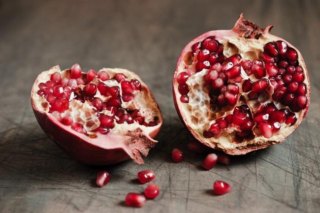 Nar:   Nar kan damarlarını temizleyen meyvelerin başında gelir. Kan dolaşımını düzene sokar ve vürüt için gerekli kanın artmasına katkıda bulunur.