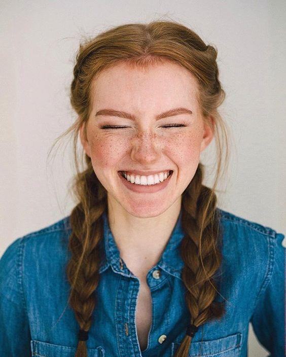 Çiller genel olarak yüzünüze doğal bir görünüm katar. Bunu korumak için ağır makyaj yapmaktan kaçınmalısınız. Doğal makyaj sizin için en uygun makyaj türüdür.   Kaynak Fotoğraflar: Pinterest Pixabay, Ingimage