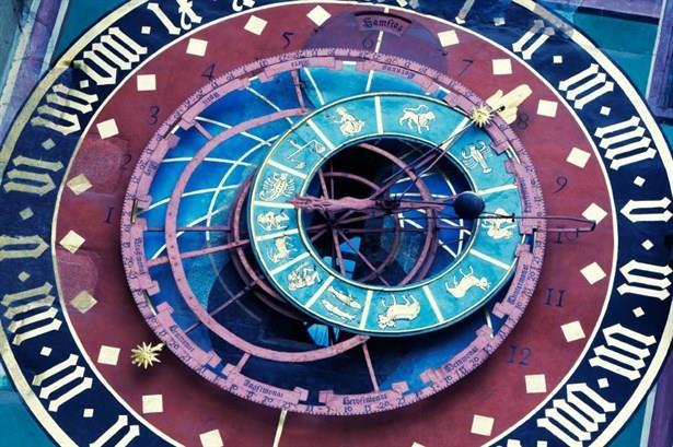 Vastu tüm zamanlarda geçerli olan 4 element ATEŞ HAVA SU TOPRAK, enerjisini yaşam kalitesini yükseltmek amacı ile yaşanılan mekanları astrolojiden faydalanarak yapılan geçmişi 6000 yıl öncesine dayanan bir çalışmaydı.