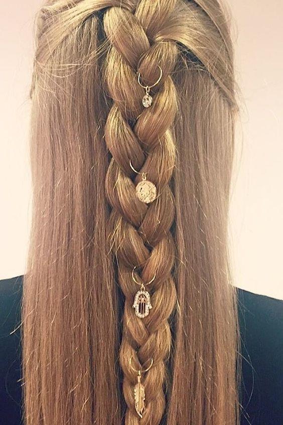 Bakalım siz bu saç aksesuarlarını sevecek misiniz?  İşte birbirinden güzel saç küpeleri...