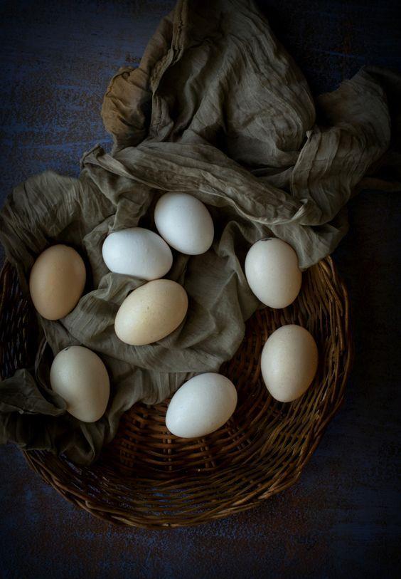 Bunun sebebi ise başta salmonella olmak üzere tehlikeli bakterilerden uzak tutmak. Tavuk ve yumurta bakteri barındırdığı takdirde en tehlikeli zehirlenmelere sebep olacak gıdalar arasında geliyor.