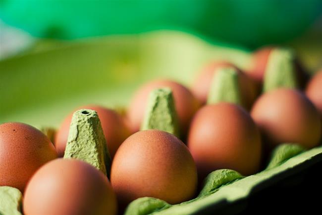Birçok tüketici yumurtayı satın aldıktan sonra buzdolabındaki yumurta raflarına yerleştiriyor.