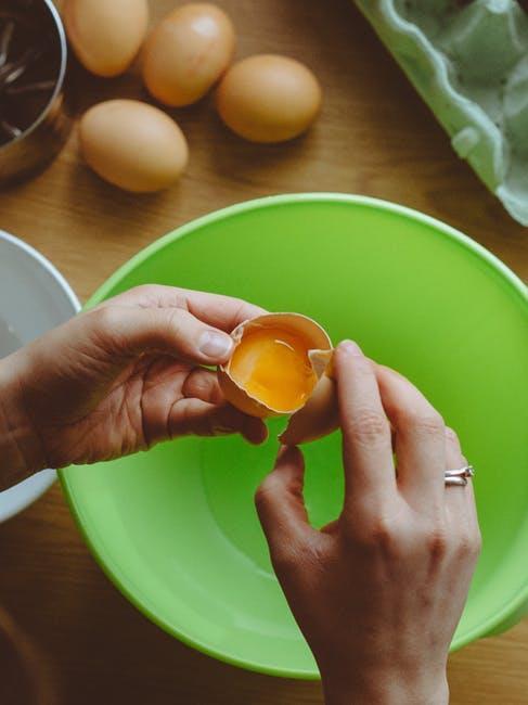 Yumurtayı kullanmadan önce yıkamak en doğrusu.
