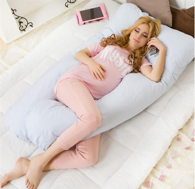 Dizler arasında yastık ile uyumanın pek çok faydası vardır. Yumuşak bir yastık yerine sıkı bir yastık kullanmak daha iyidir çünkü bu sertlik üst bacağın diğer bacak üzerine hareket etmesini önler.