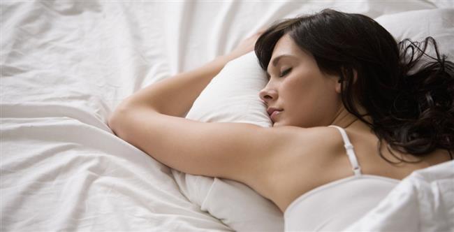 -Yere yorgan ve battaniye sererek bir iki gece orada yatın. Bel ağrılarınız azalıyor veya geçiyorsa, yatakta sorun var demektir.  -Bir veya iki yüz havlusunu üst üste koyarak rulo yapın ense kökündeki kavisi destekleyecek şekilde yatın.Sabah boyun ağrınız azalıp veya geçiyorsa ortopedik boyun yastığı kullanın.
