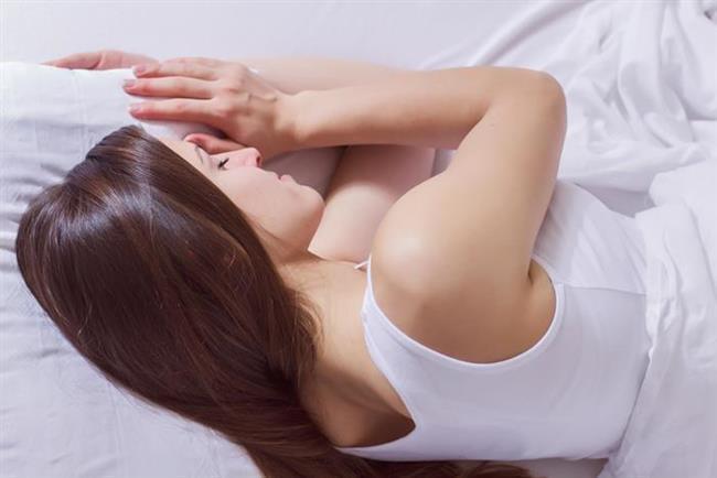Bel ve boyun ağrıları nedeniyle iyi uyku uyuyamayan insanlar suçu çoğunlukla yastık ve yataklarında ararlar.  Aslında sadece yastık ve yatak nedeniyle ağrı oluşması olasılığı oldukça düşüktür. Bu ancak tamamen esnemiş, yer yer çökmüş yatak ve yastıklar söz konusu olduğunda olabilir.  Ağrılarınızın yatak veya yastıktan kaynaklandığını anlamak için basit birkaç yolu deneyebilirsiniz ;