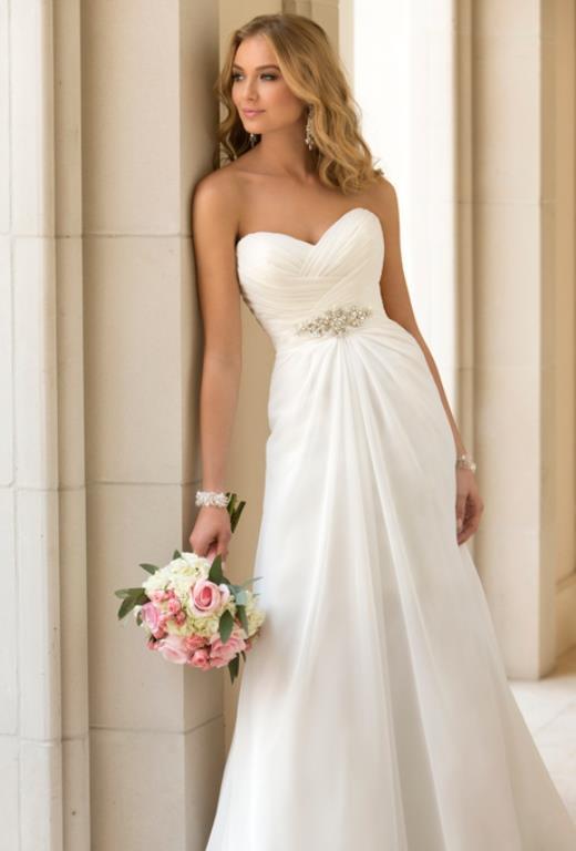 Düz Kesim Gelinlikler    Sadeliğin, minimalizmin, zarafetin kesimi düz kesimler genellikle bir gelinlik modeli olmaktan ziyade elbise gibi düşünülürler.  Sade nikah yada düğün törenlerinde giyilir.