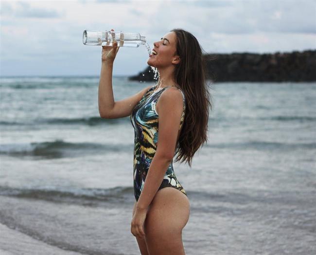 Susuzluk duygusu, su kaybı vücut ağırlığınızın% 1'ine eşit olduğunda ortaya çıkar. % 5'ten fazla kaybı bayılmaya neden olabilir ve% 10'dan fazlasının dehidratasyondan ölüme neden olur.